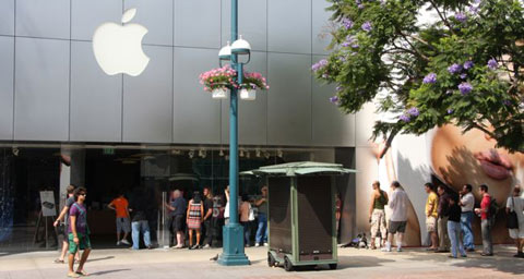 Cola para comprar el iPhone 3G en Santa Mónica