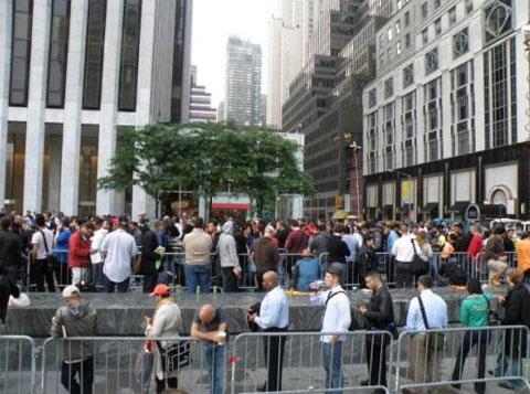 Colas en Nueva York para comprar el iPhone 3G S