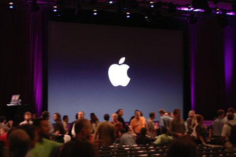 El Logo de Apple da la bienvenida