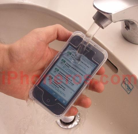 iPhone 4 debajo del agua