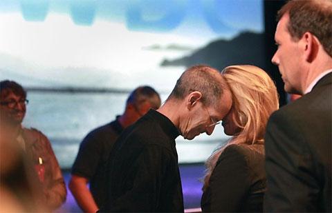 Steve Jobs y su mujer