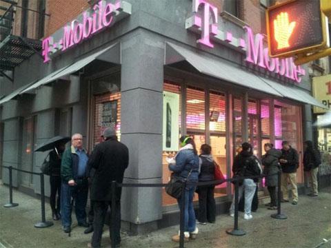 Colas ante las tiendas de T-Mobile en EEUU