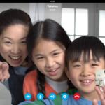 Familia usando Skype en un iPad