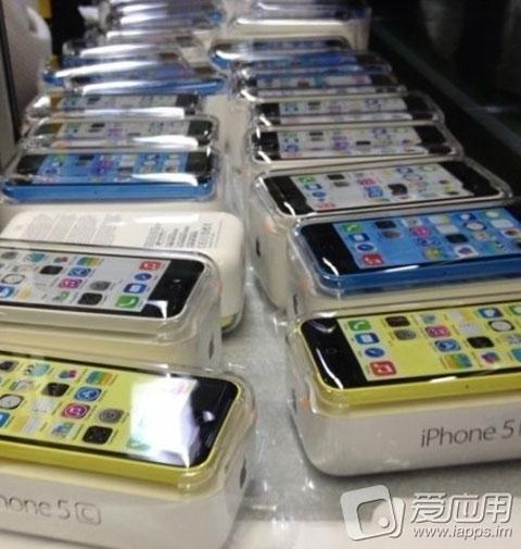 iPhone 5C en blanco y amarillo
