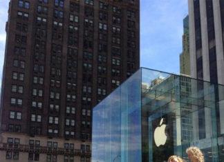 Cola delante de la Apple Store