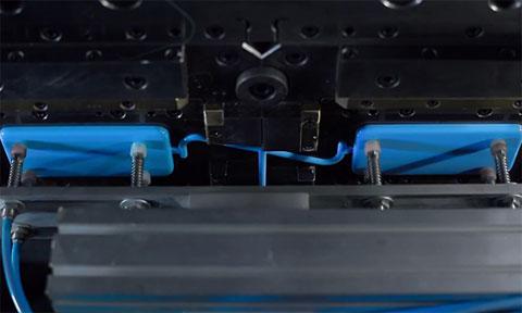 Máquina que hace las carcasas de policarbonato del iPhone 5C