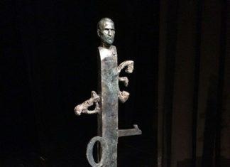 Maqueta de la estatua de Steve Jobs
