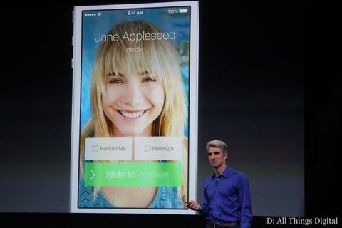 Federighi mostrando llamadas en iOS 7