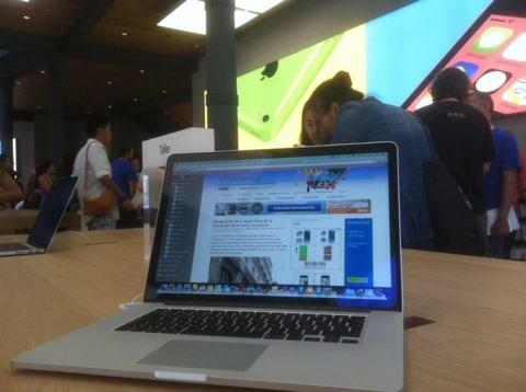 iPhoneros en la Apple Store de la Puerta del Sol