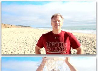 Phil Schiller echándose un cubo de agua