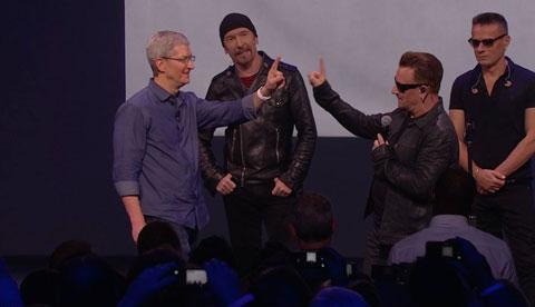 Tim Cook y Bono