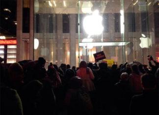 Manisfestación frente a la Apple Store de la Quinta Avenida