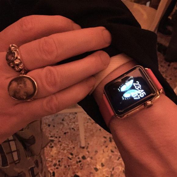 Apple Watch con correa roja