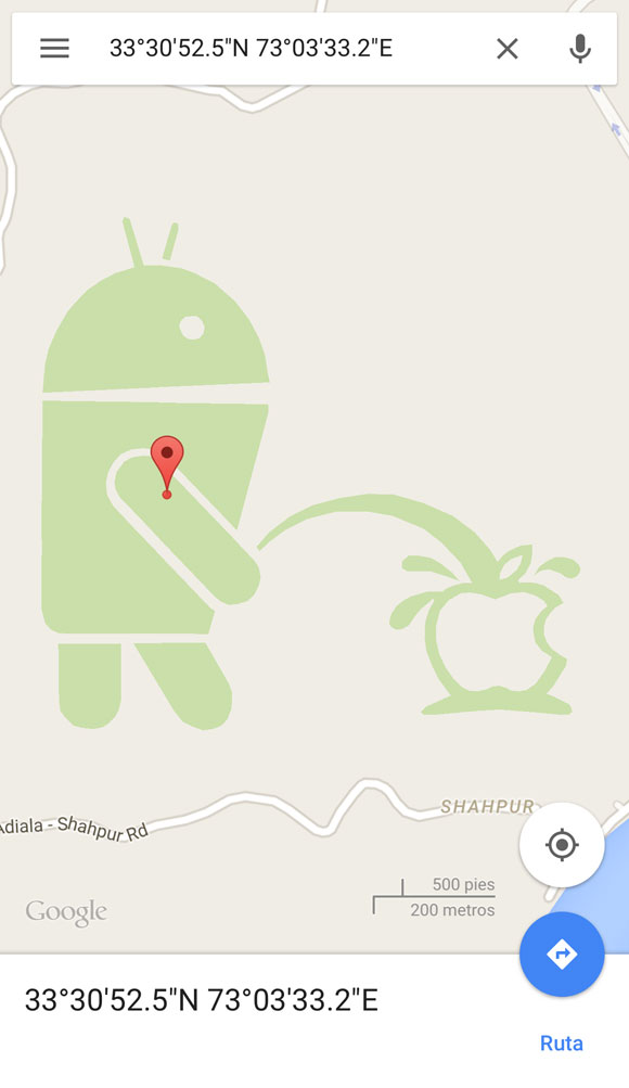 Android orinando sobre Apple
