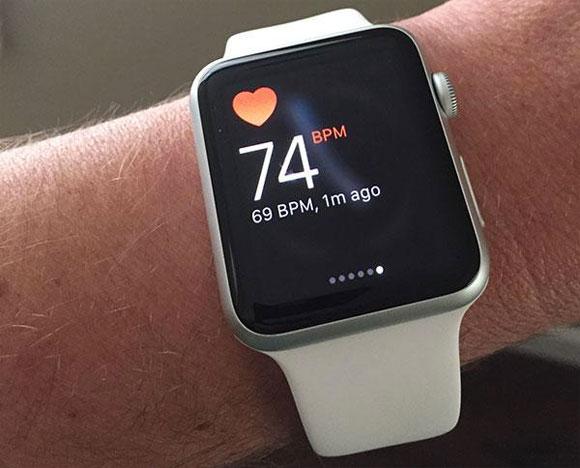 El Apple Watch leyendo el ritmo cardíaco