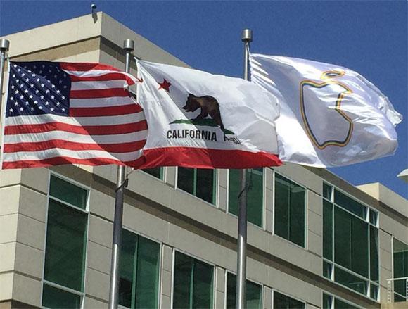 Bandera con la silueta del arcoíris