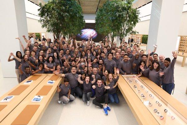 Inauguración de la Apple Store de Dubai