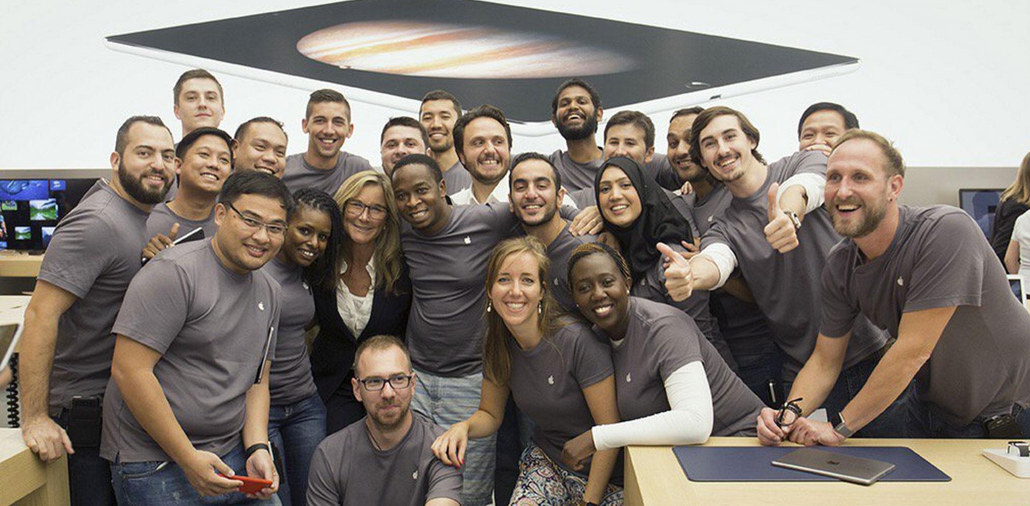 Angela Ahrendts visitando nuevas Apple Store
