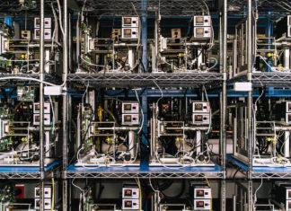 Máquinas que evalúan la durabilidad de los procesadores de Apple
