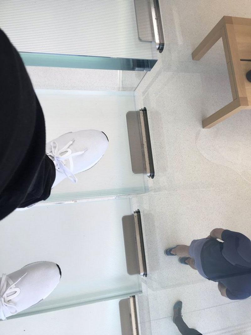 Escalera de cristal en la Apple Store de Unison Square