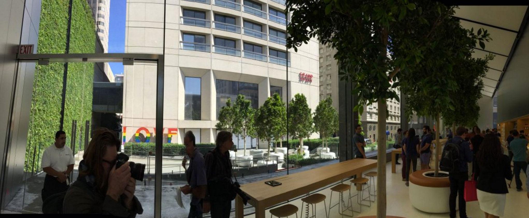 Muro verde en la Apple Store de Unison Square