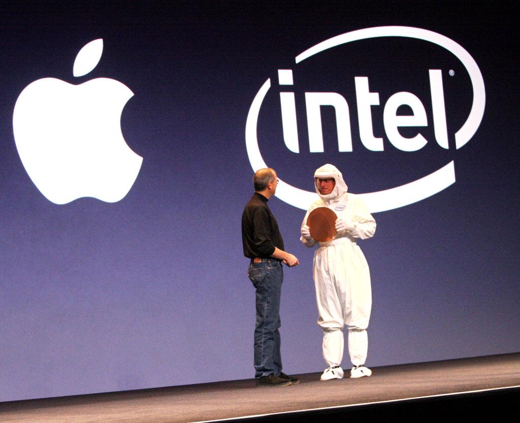 Steve Jobs con Intel en el escenario