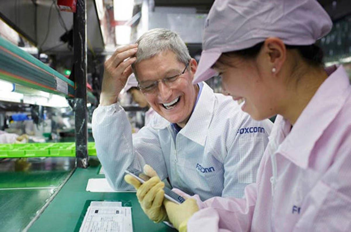 Tim Cook en alguna industria de Foxconn