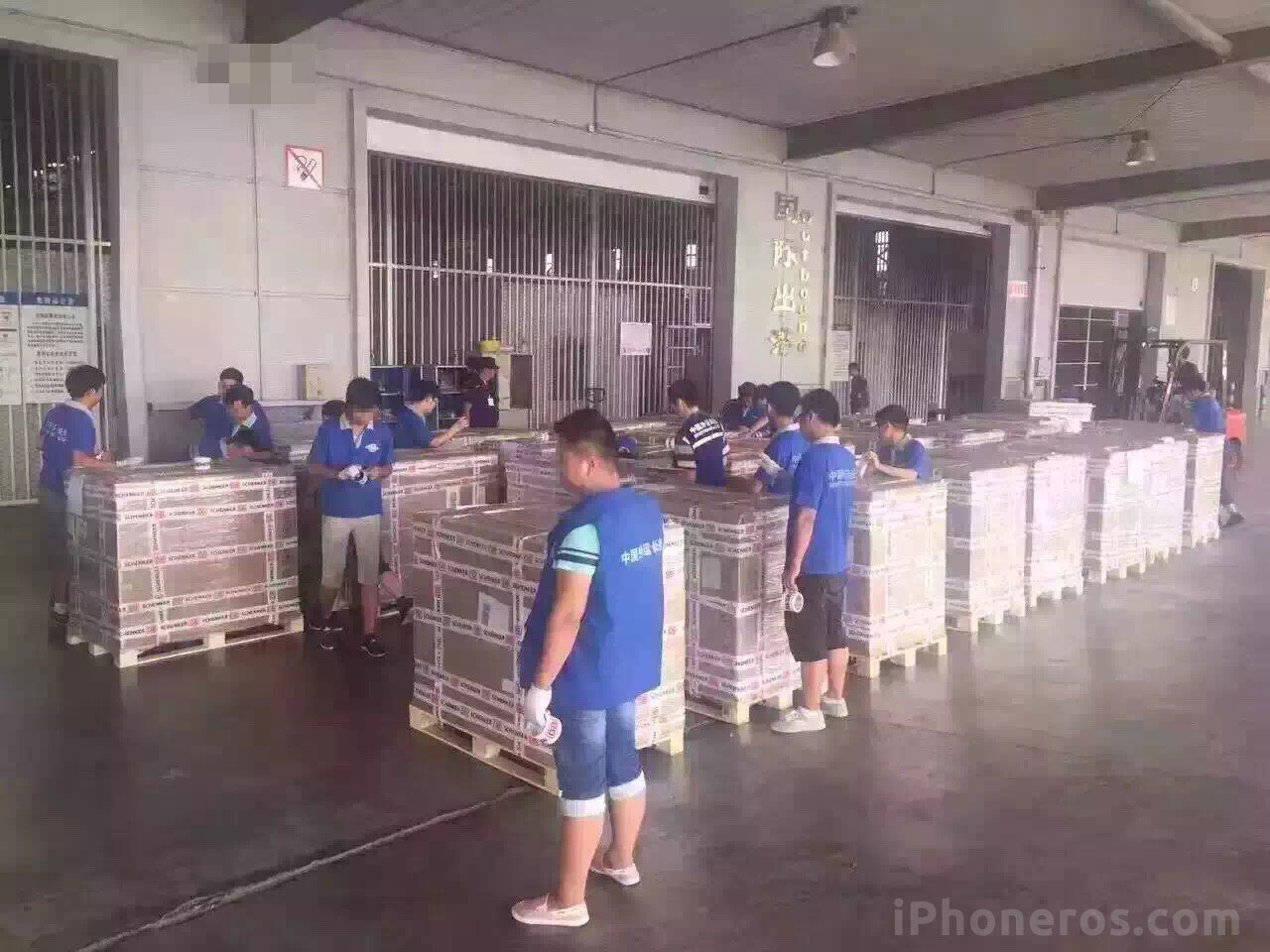 iPhone 7 saliendo de la fábrica de Foxconn
