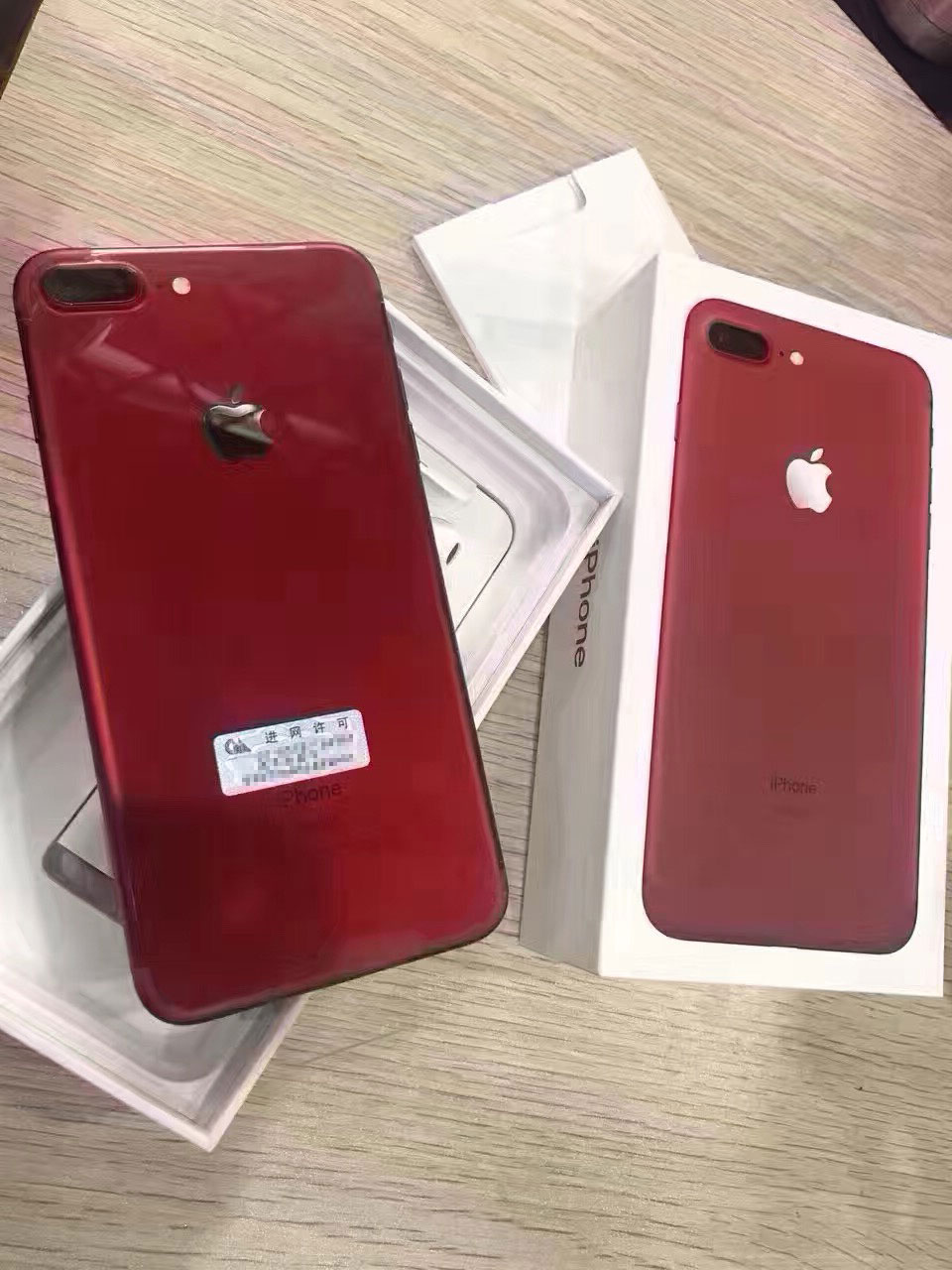 iPhone siete (PRODUCT)RED saliendo de China
