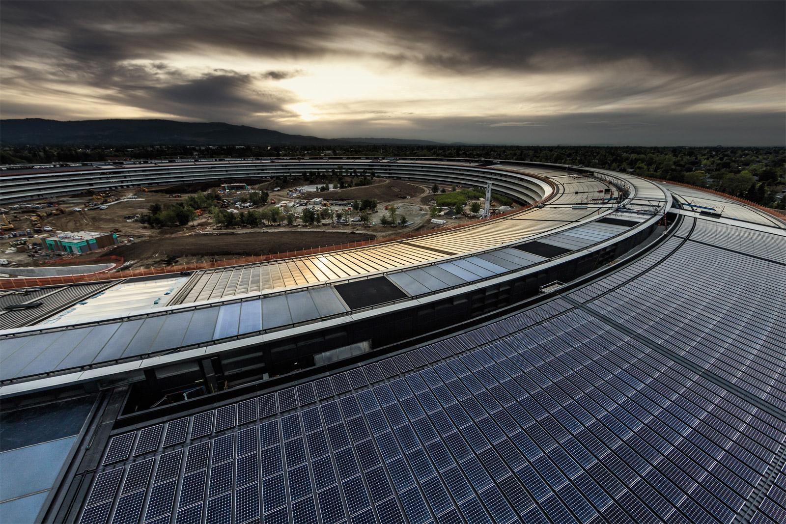 Techo del edificio princial del Apple™ Park