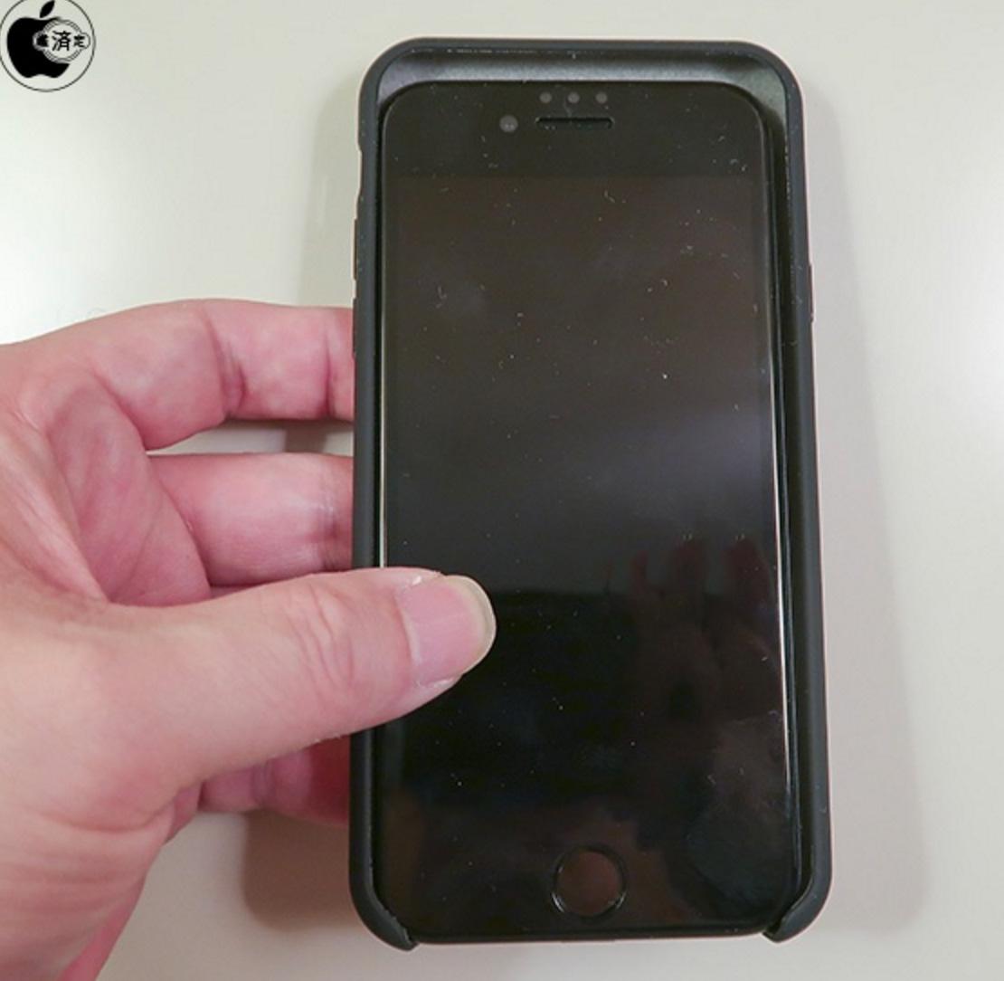 iPhone siete en la funda de un iPhone 8