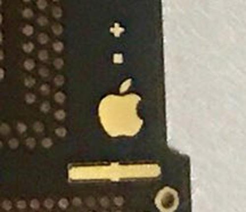Logo de Apple™ en Supuesta placa base del supuesto iPhone 8