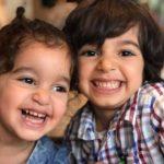 Hijos de Gundotra fotografiados con el manera retrato