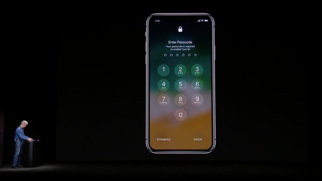 Craig Federighi lo pasa un poquito mal cuando el primer iPhone X no le reconoce el rostro