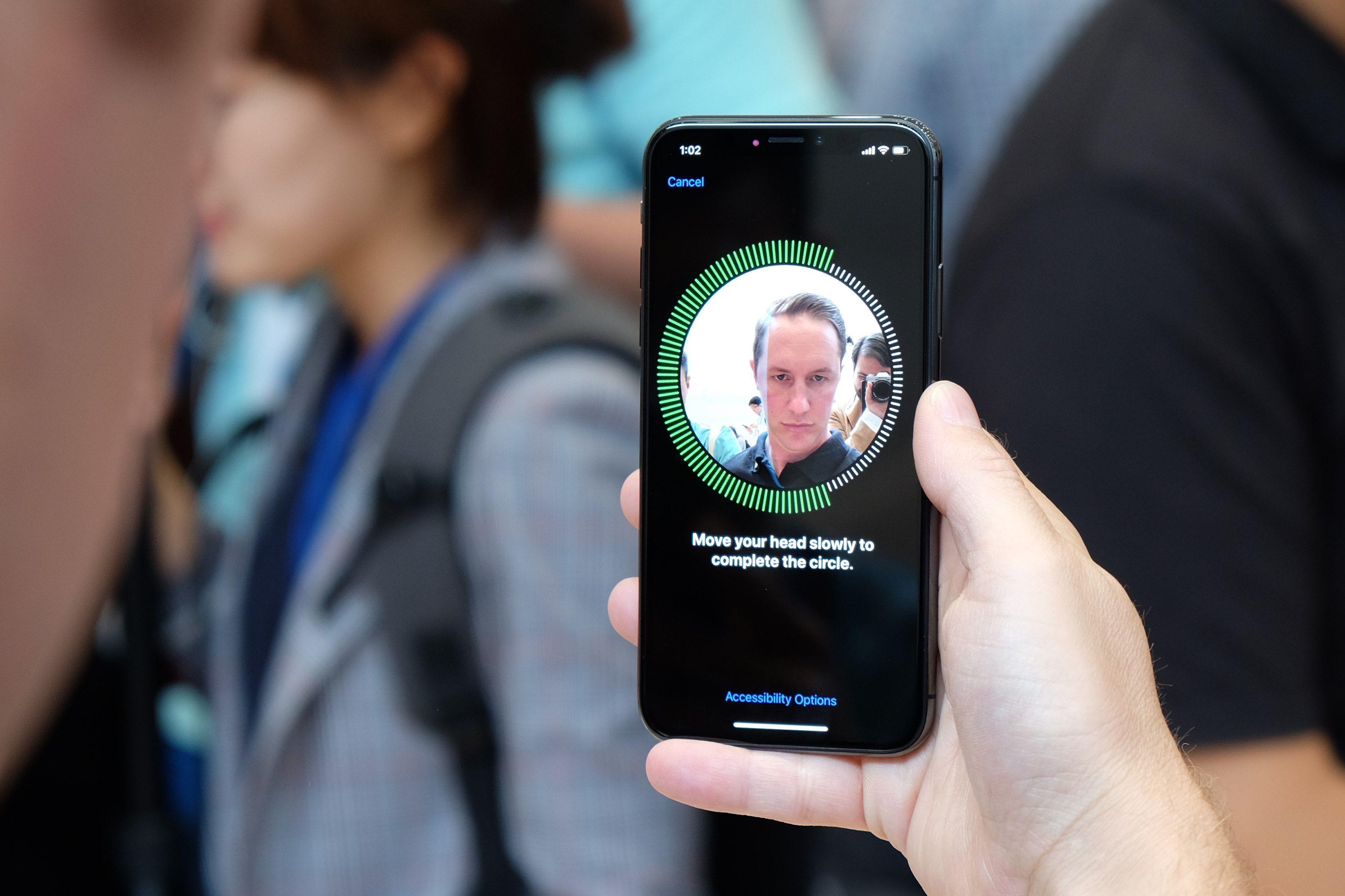 Este señor que trabaja en Apple™ nos presenta cómo funciona Face ID