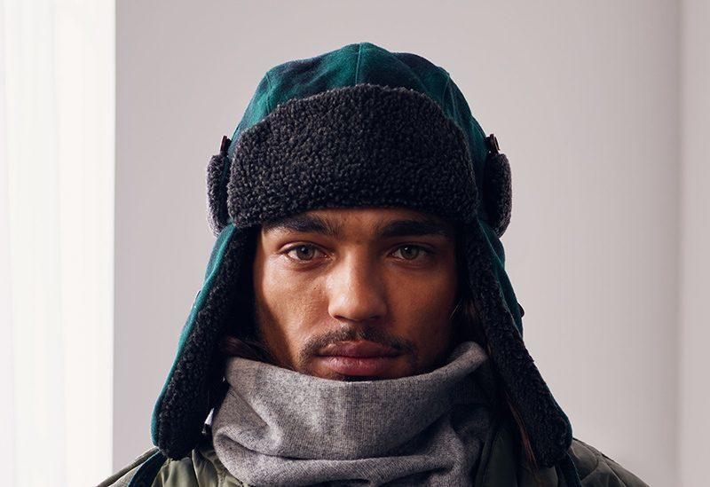 Usuario con gorro y bufanda usando Face ID