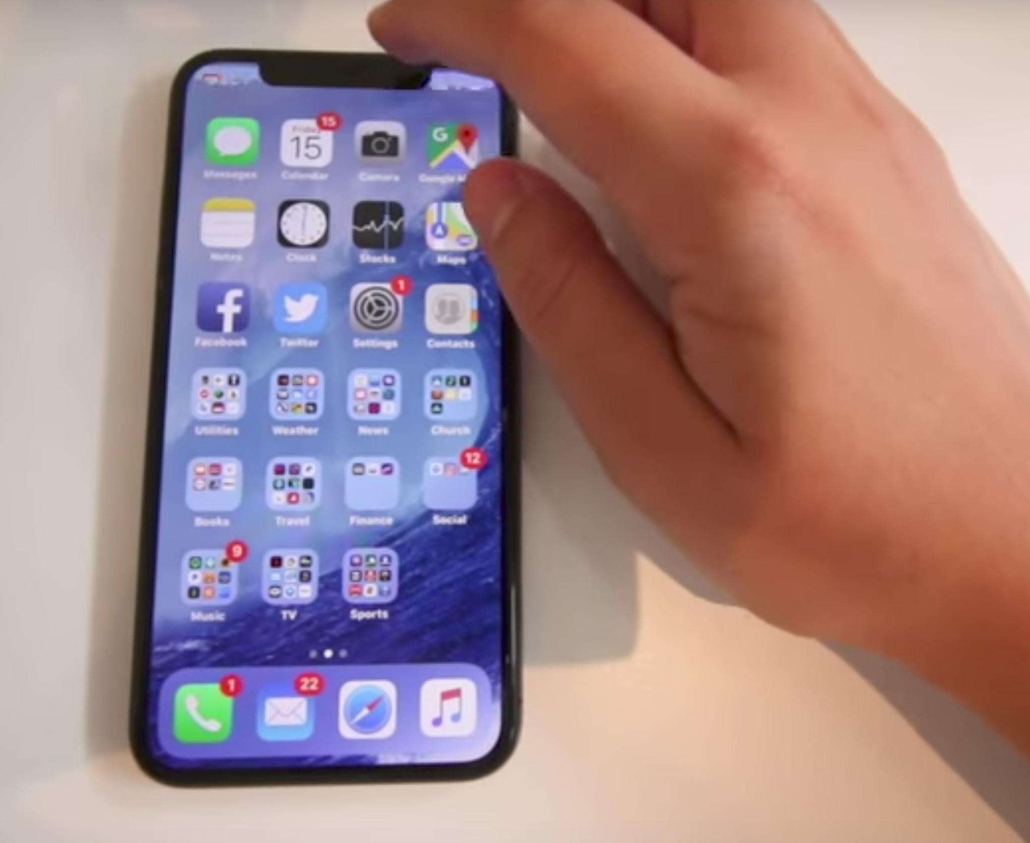 Imágenes de un iPhone X real en un vídeo de una youtuber