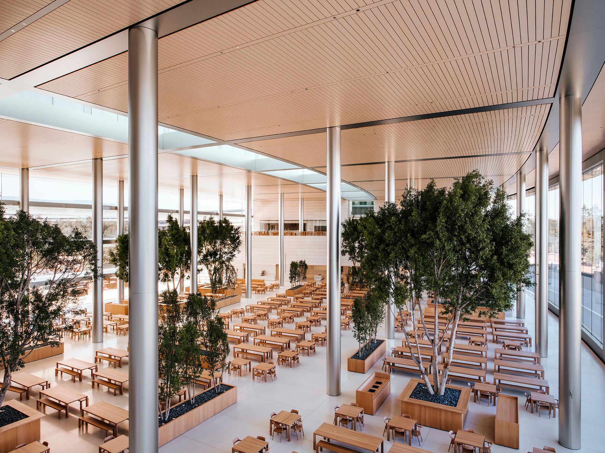 Cafetería restorán de las oficinas de Apple en el Apple Park