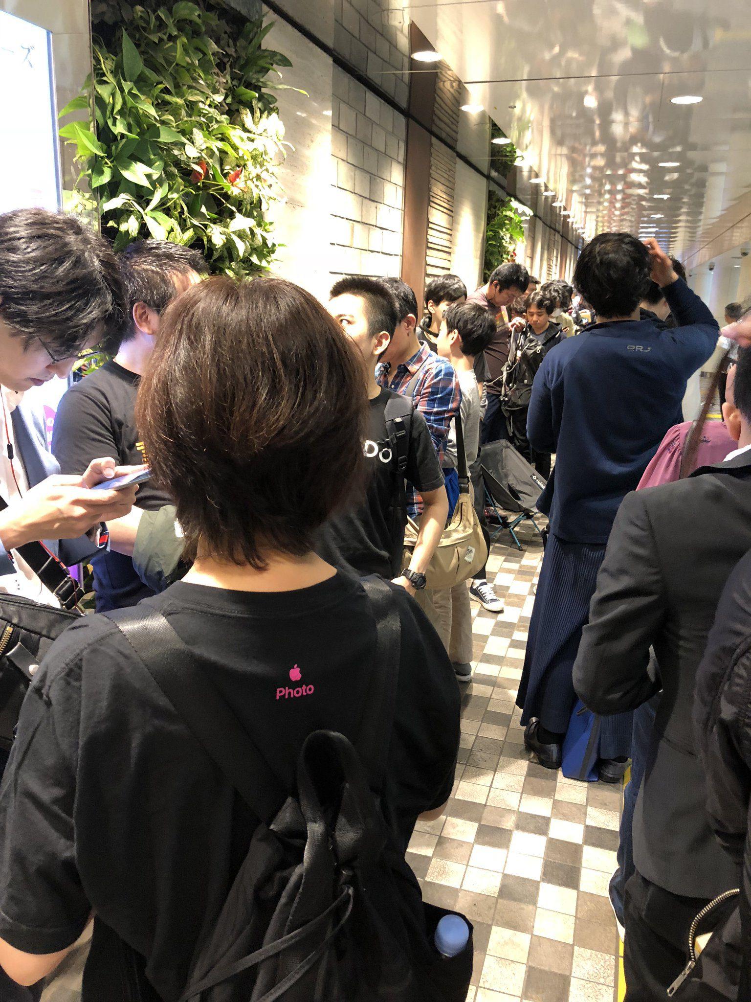 Cola dentro del centro comercial Marui de Shinjuku sanchoume