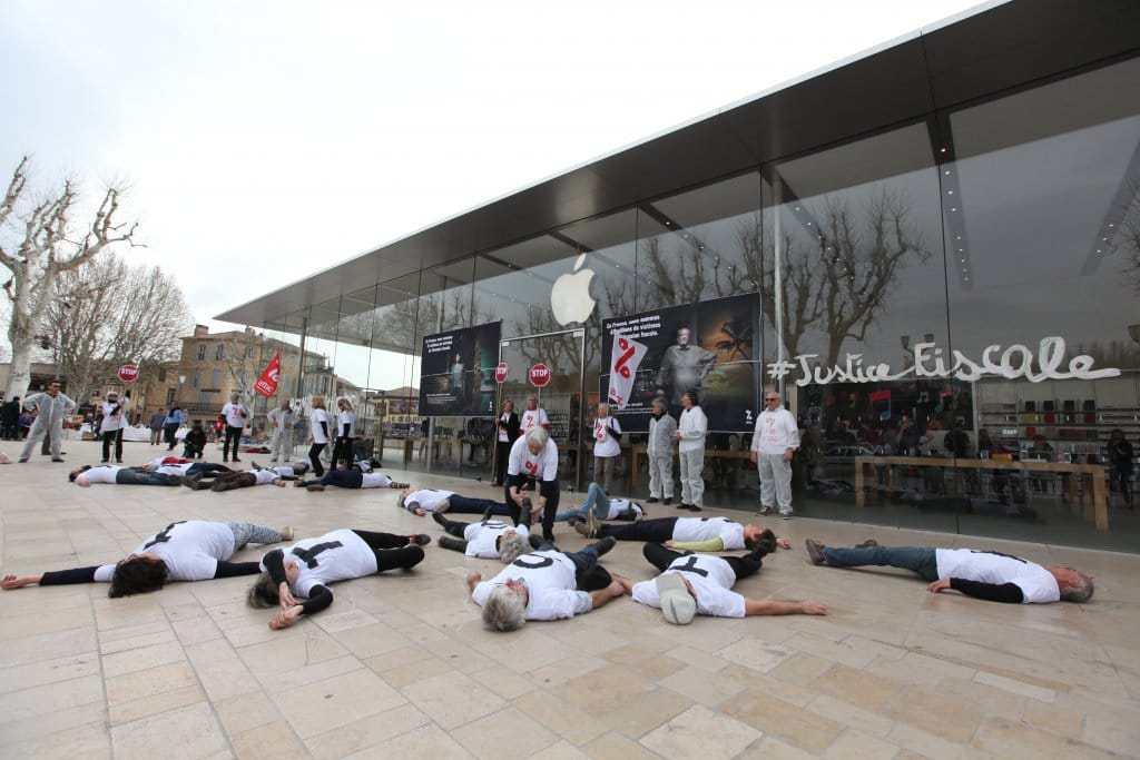 Justicia fiscal frente a una Apple Store de Francia