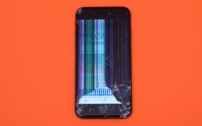 iPhone 8 destruido tras una prueba de varias caídas