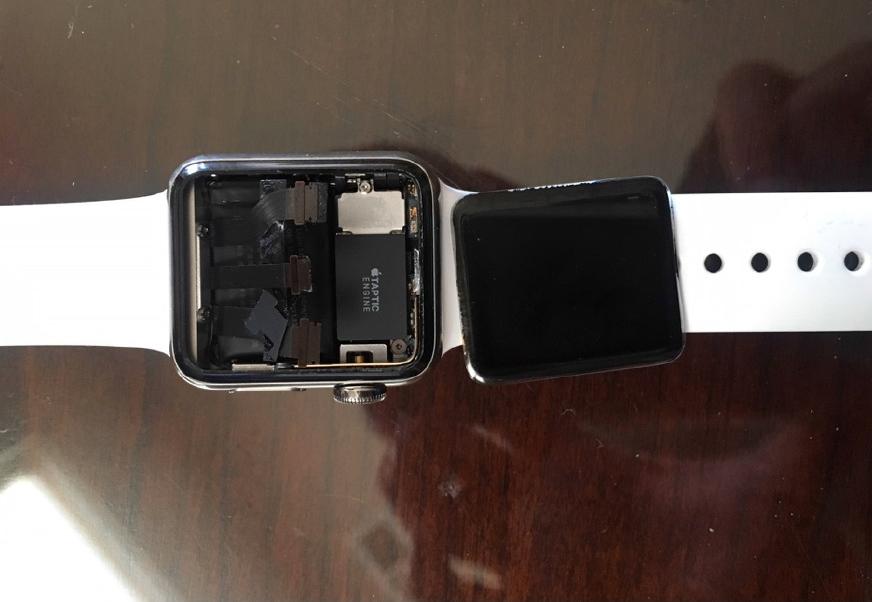 Apple Watch con pantalla caída