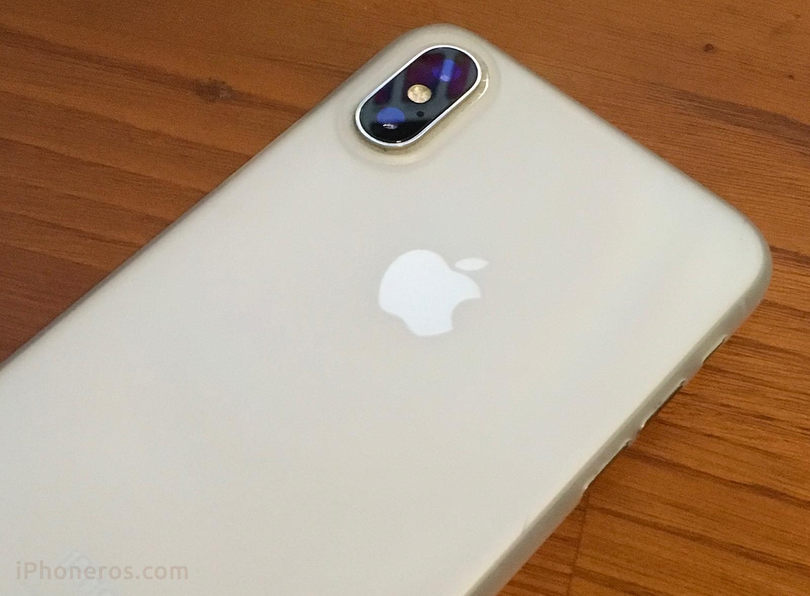 iPhone X plata con funda
