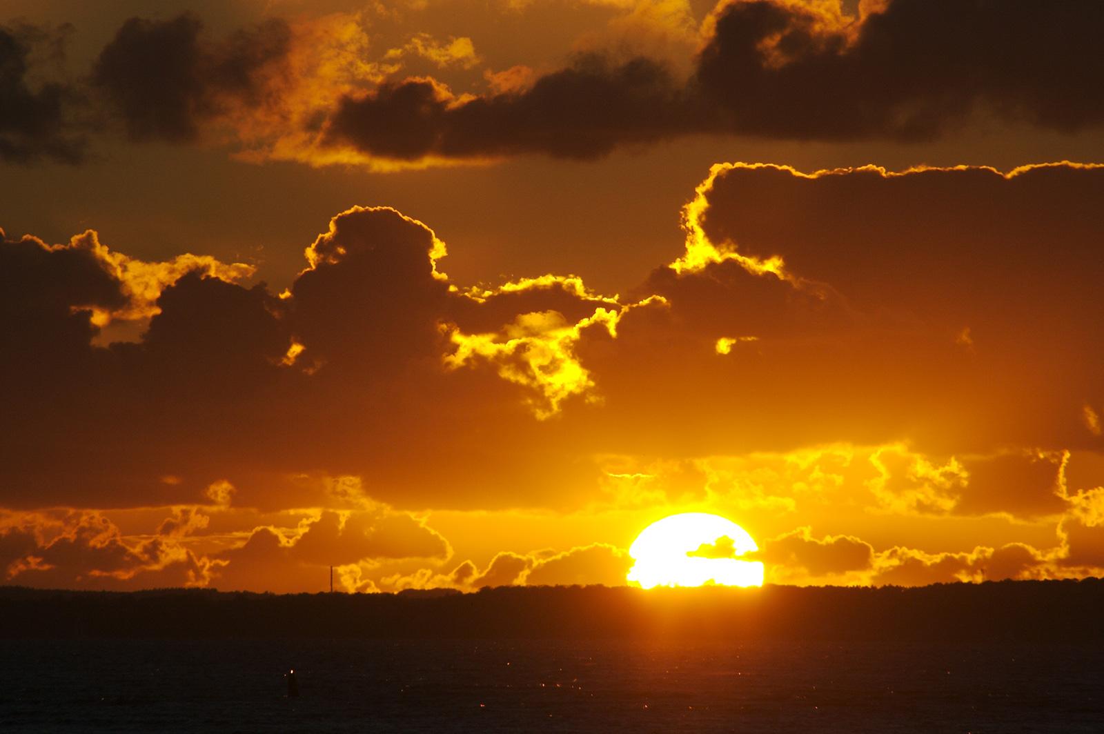 Puesta de Sol en Øresund, por Håkan Dahlström en Flickr.