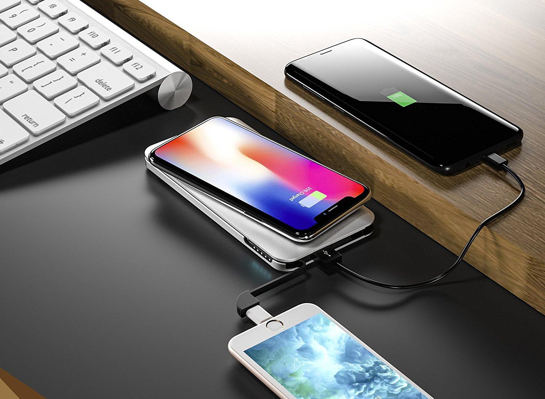 Batería externa con plataforma de carga inalámbrica que permite cargar hasta tres dispositivos a la vez