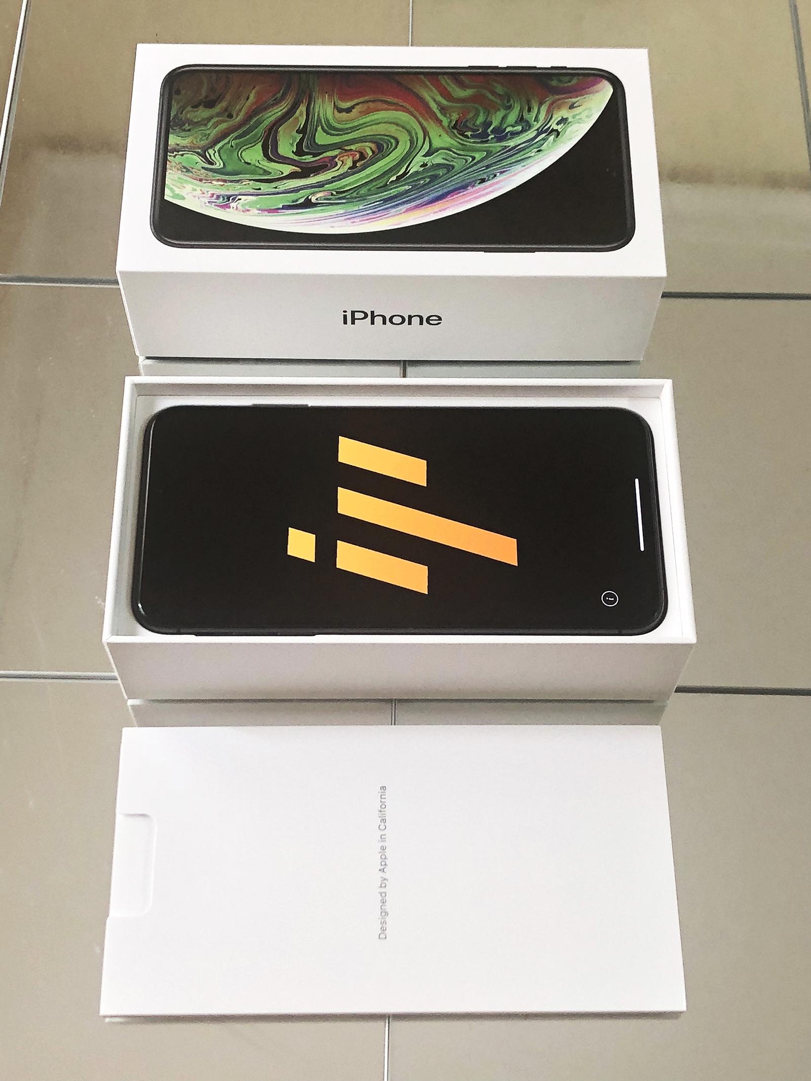 iPhone XS Max con el logo de iPhoneros