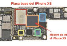 Placa base del iPhone XS con el módem de Intel indicado.