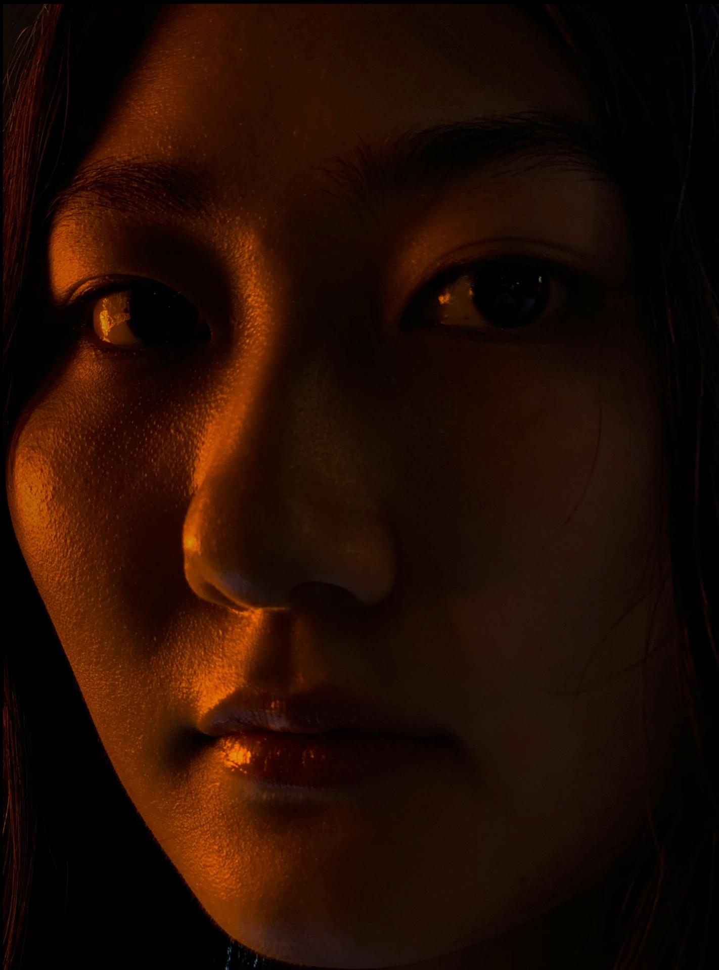 Retrato a oscuras hecho con un iPhone XS