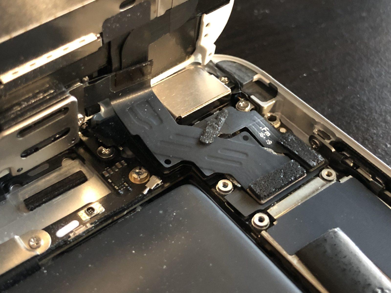 iPhone 6 Plus con la zona del chip defectuoso expuesta