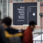 Publicidad de Apple™ sobre privacidad en el Consumer Electronics Show. Lo que ocurre en usted iPhone, se queda en usted iPhone.